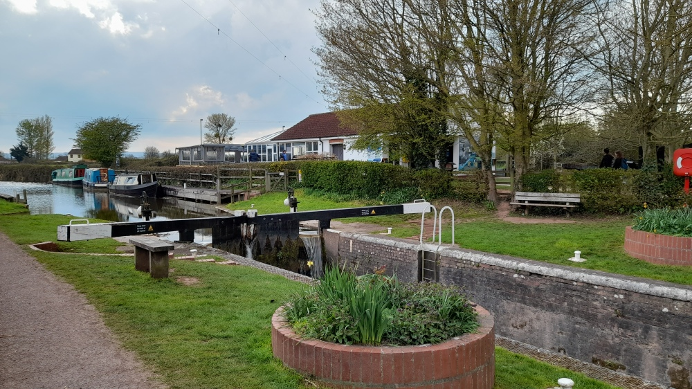 The canal with gate and the tea rooms in the background.